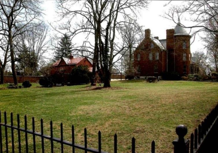 Американские дома с привидениями, выставленные на продажу_6