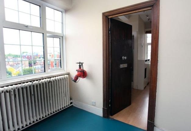 Самая миниатюрная квартира Лондона продается за £90 000_2
