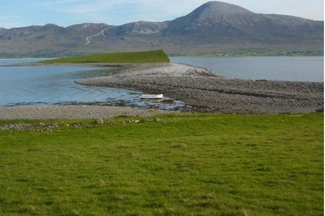Ирландский остров, принадлежавший Джону Леннону, выставлен на продажу
