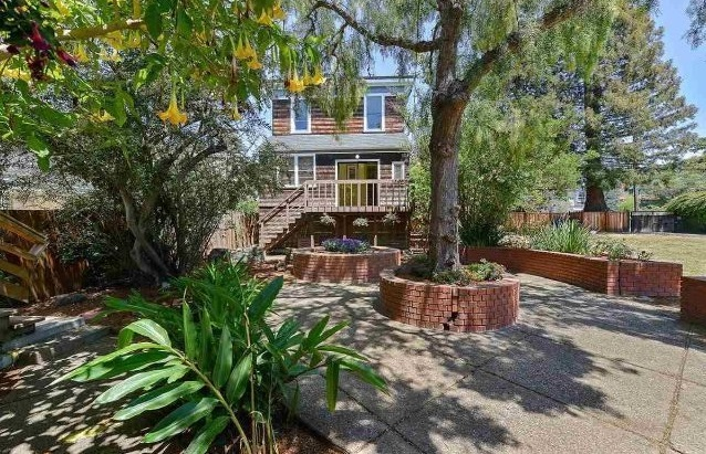 Whoopi Goldberg Lists Berkeley Victorian Home for $1.275M_3