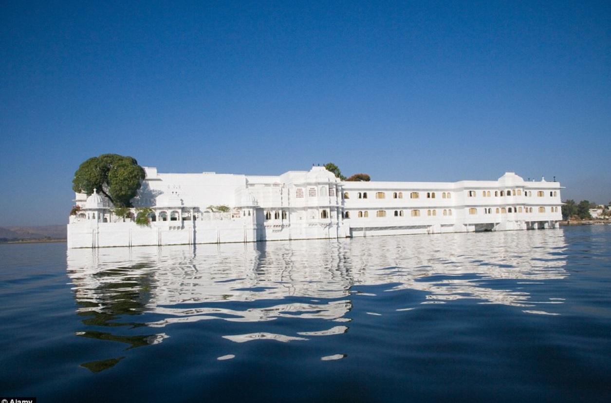 Резеденция на берегу озера Пичола в Удайпуре