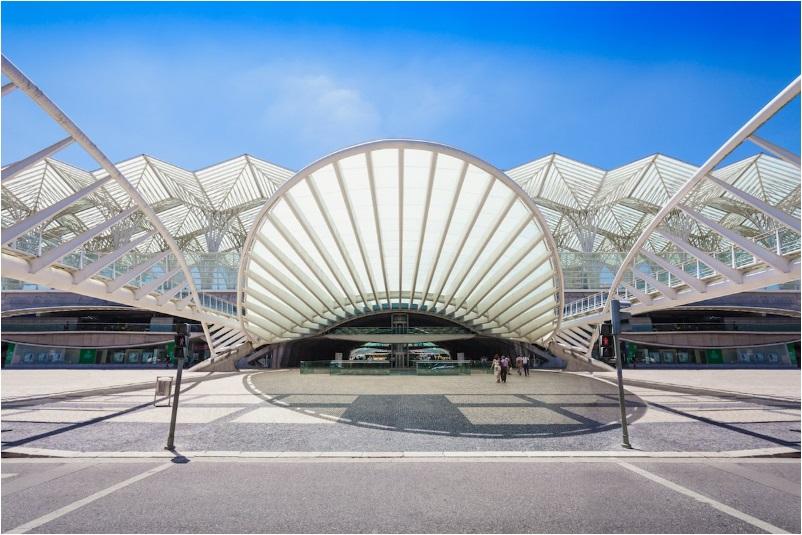 The exterior of Gare do Oriente