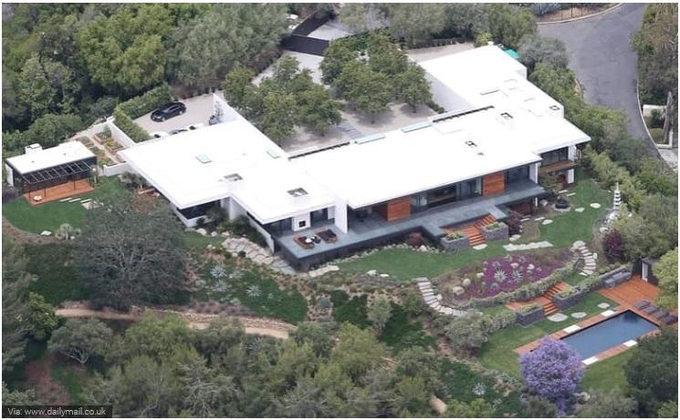 Jennifer Aniston- Bel Air Mansion