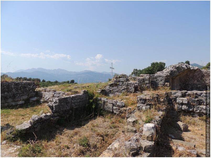 Руины древнего храма Архангела Михаила VI века