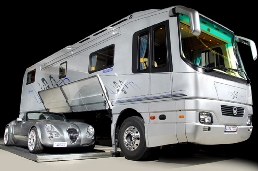 The Vantare Platinum Plus by Featherlite Luxury Coaches
