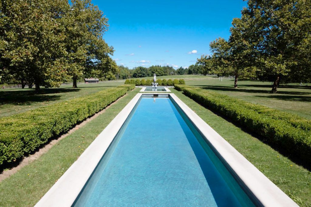 A-reflection-pool-together-with-a-fountain-in-the-north-of-the-property-evokes-a-feeling-of-being-in-a-French-chateau-1024x683
