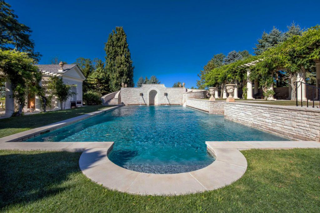 The-limestone-swimming-pool-with-pool-houses-and-a-changing-space-around-is-equally-sumptuous.-1024x683